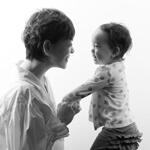 人気ラジオDJ トムセン陽子さん「ママとあなたはたしかに『ひとつ』だったのよ」と 写真を見せながら話したいなと思います。